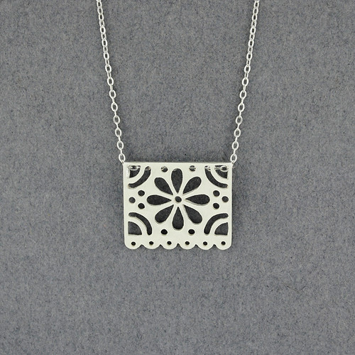 Small Papel Flower Necklace