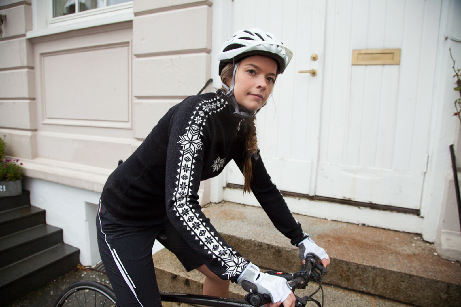 Woman cyclist wearing Dale of Norway's Geilo ladies pullover in Black/Off White, 82311-F