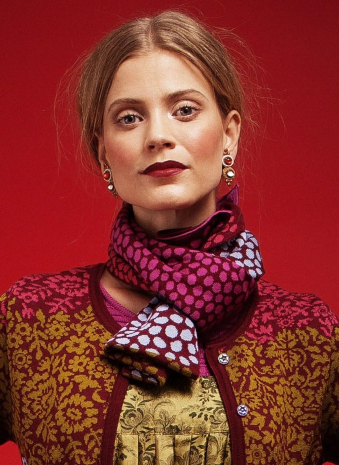 Oleana scarf, 193K Cerise