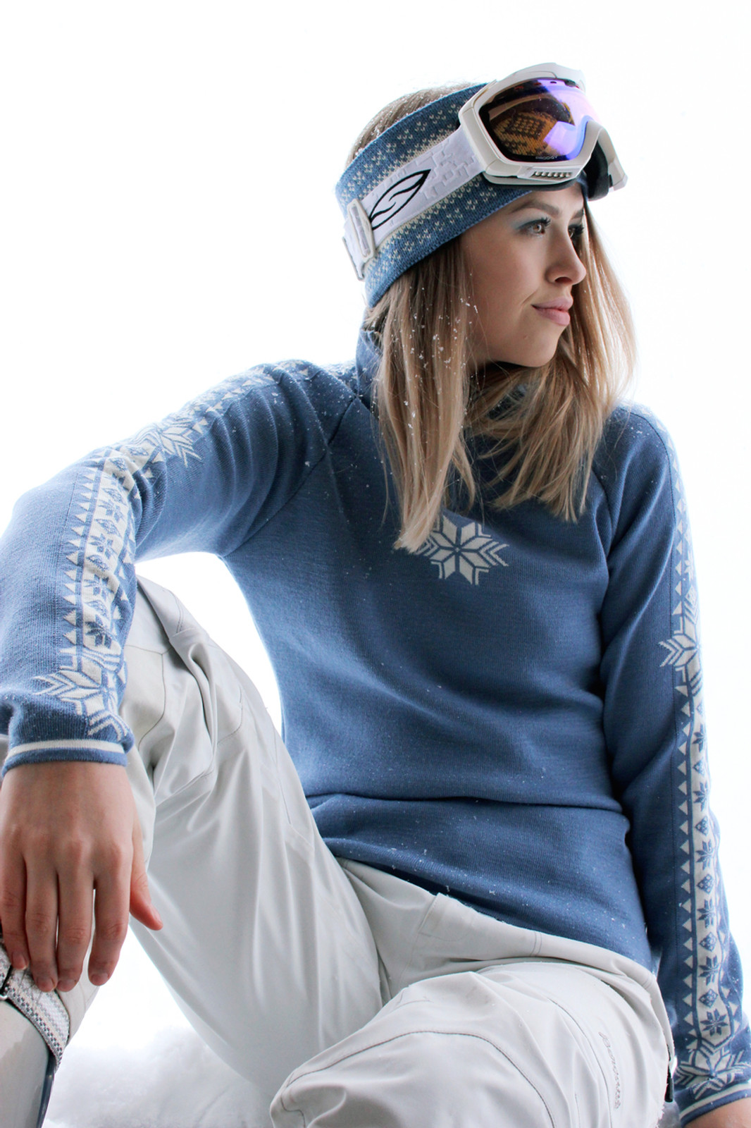 Woman skier relaxing wearing Dale of Norway ladies Geilo pullover in Blue Shadow/Off White, 82311-D