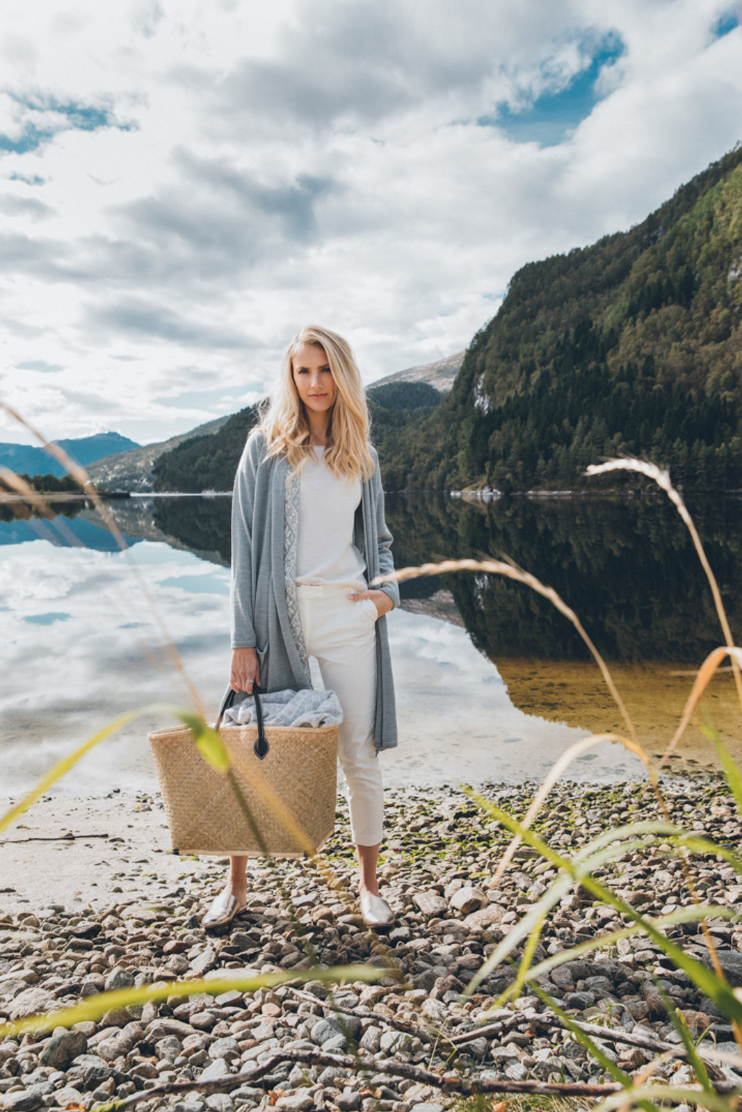 Woman ready for picnic wearing Dale of Norway's Stjerne Ladies Top in Off White Mel, 93701-A, under a Nora ladies jacket in Grau Vig/Off White, 83331-T