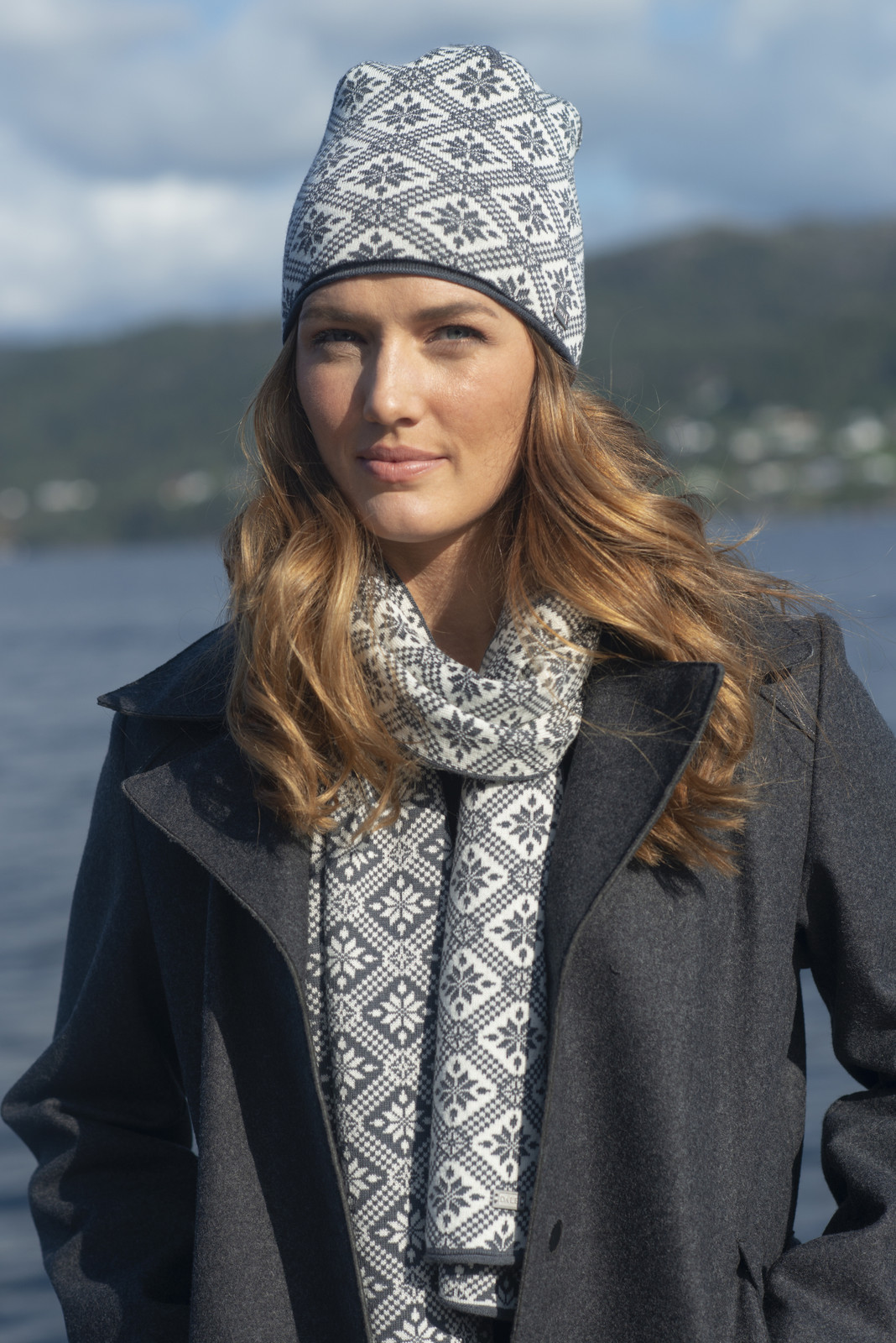 Woman wearing Dale of Norway Christiania Scarf - Schiefer/Off White, 11701-E