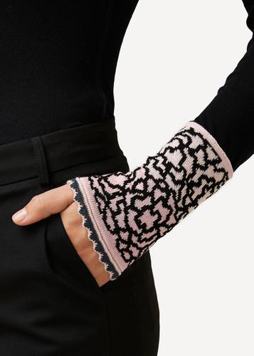 Ella Oleana Patterned Wristlet, 320V Light Pink