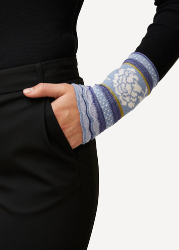 Grete Oleana Bold Patterned Wristlet, 315C Lilac