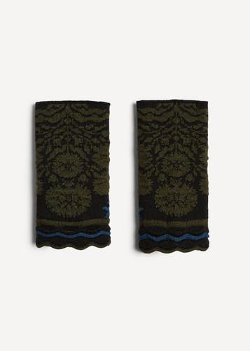 Oleana Alhambra Wristlet, 365-O Black