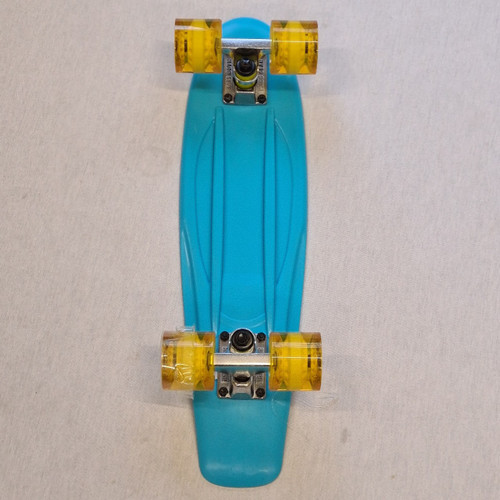"Madd Retro Skateboard - 22.5"" Crusier Skateboard - Blue"