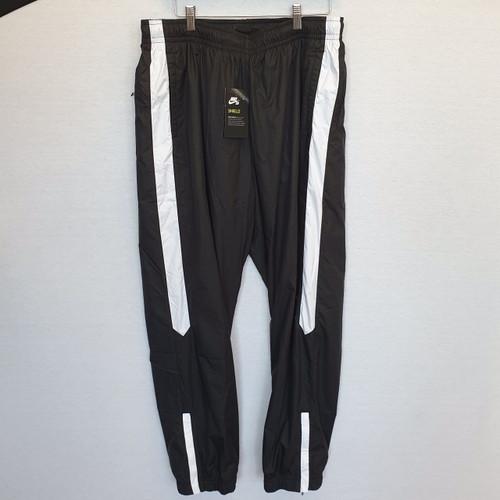Nike SB shield Tracksuite Bottom - Black