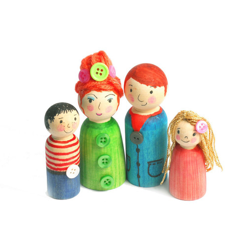 Wooden People Family Of 8 - Mixed Sizes