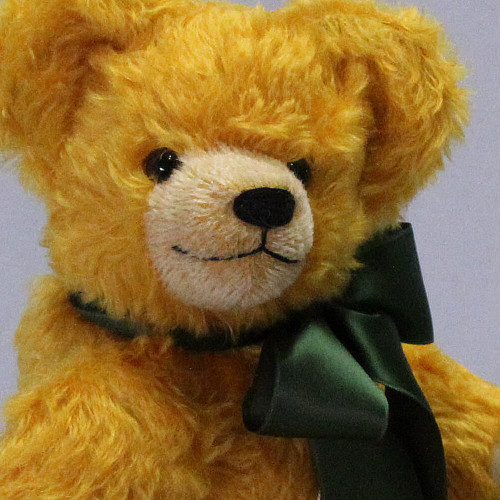 Face close up, Timeless Growling Teddy Bear Golden Brown 39cm by Hermann-Coburg
