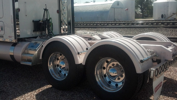 Minimizer Truck Fenders 2260 Series White Poly Fenders On Truck