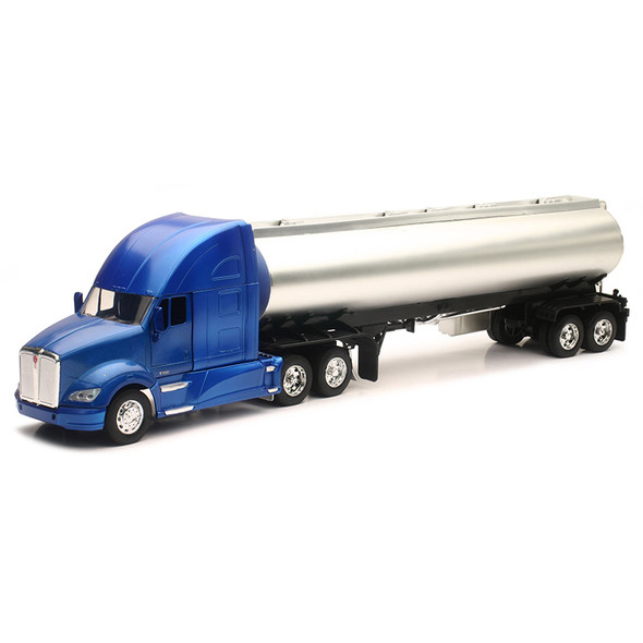 Kenworth T700 Tractor With Oil Tanker 1/32 Scale