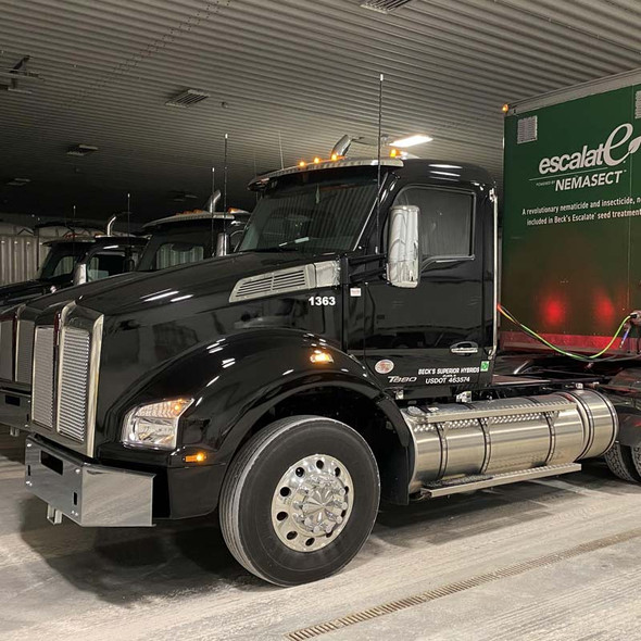 Kenworth T880 Slotted Side Intake Screen On Truck