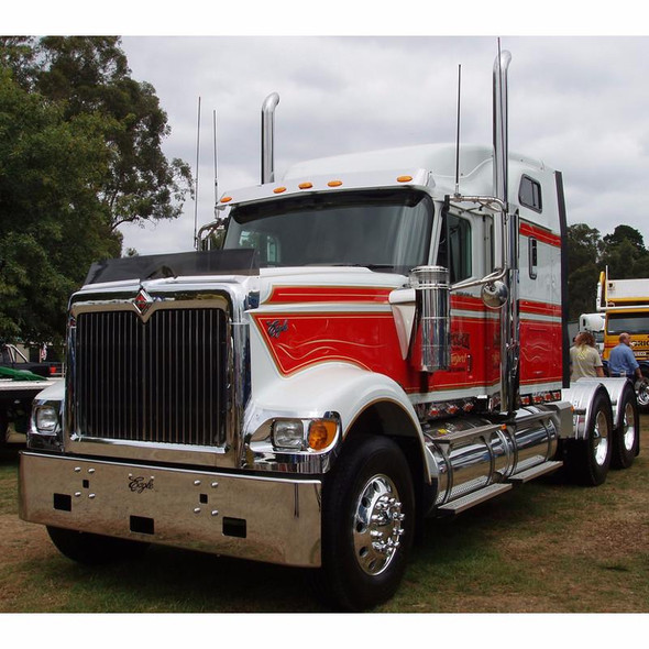 International Eagle 9900 Chrome Bumper 1998-1999 By Valley Chrome on Truck