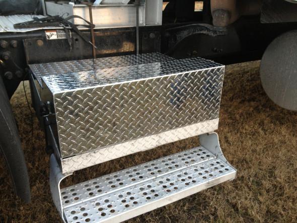 Freightliner Aluminum Diamond Plate Battery Box Lid