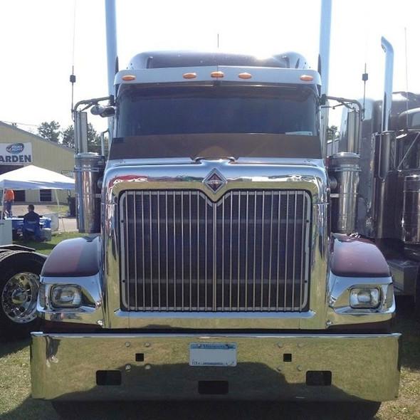 International 9900 Series Grill Insert Including Screen On Truck