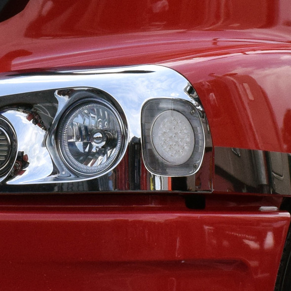 Freightliner 19 LED Turn Signal Light With Clear Lens On Truck