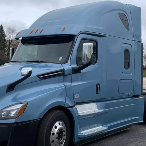 Freightliner Cascadia 2018+ Chrome Mirror Covers On Truck