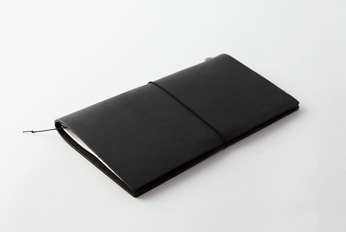The Travelers Notebook Black Leather Cover and Kit make an excellent foray into the wonderful world of Traveler's Notebook.