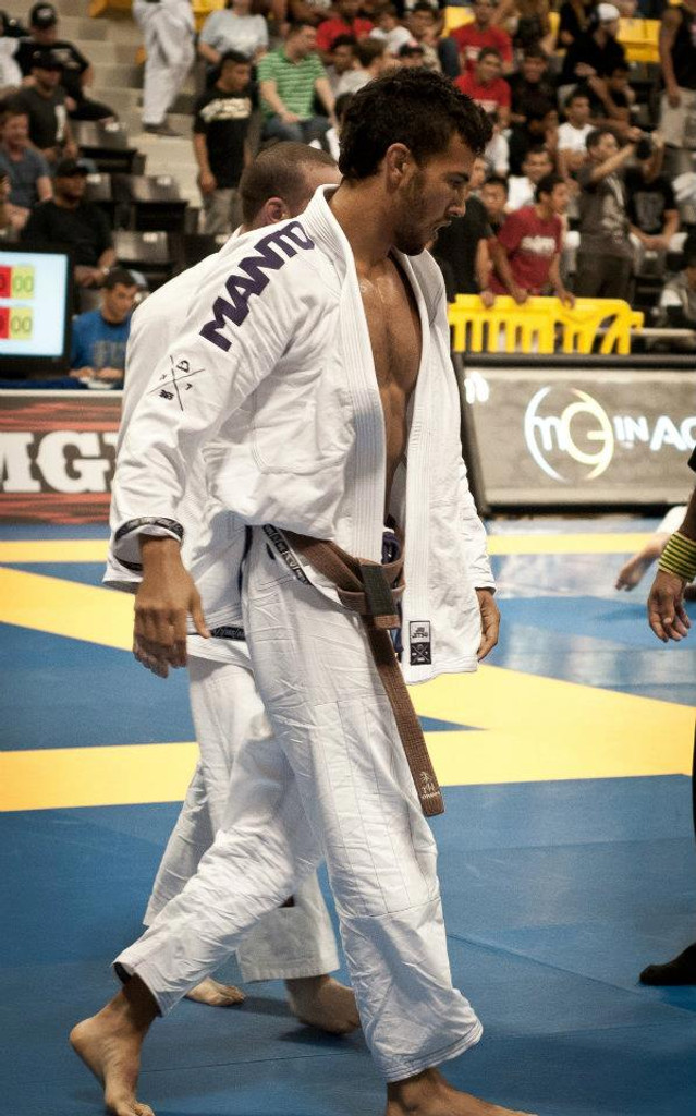 The talented Javier Valenciano at the 2012 IBJJF Worlds wearing the Manto X GI
