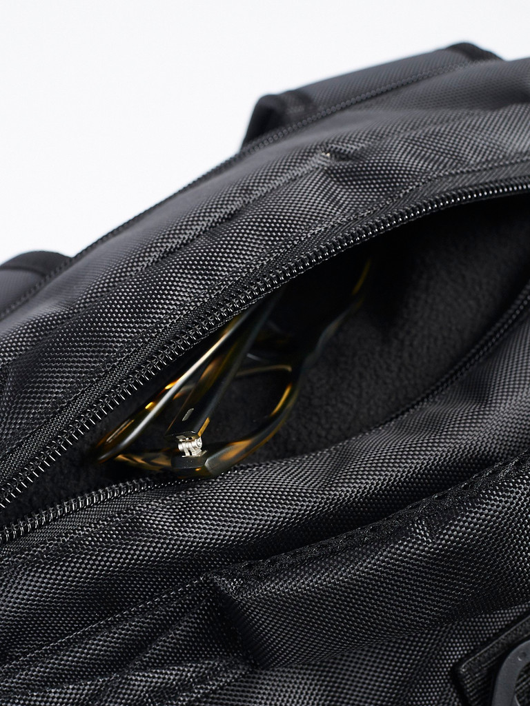 """MANTO """"VICTORY"""" Convertible Backpack Black"""