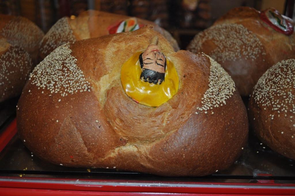pan de muerto , day of the dead bread