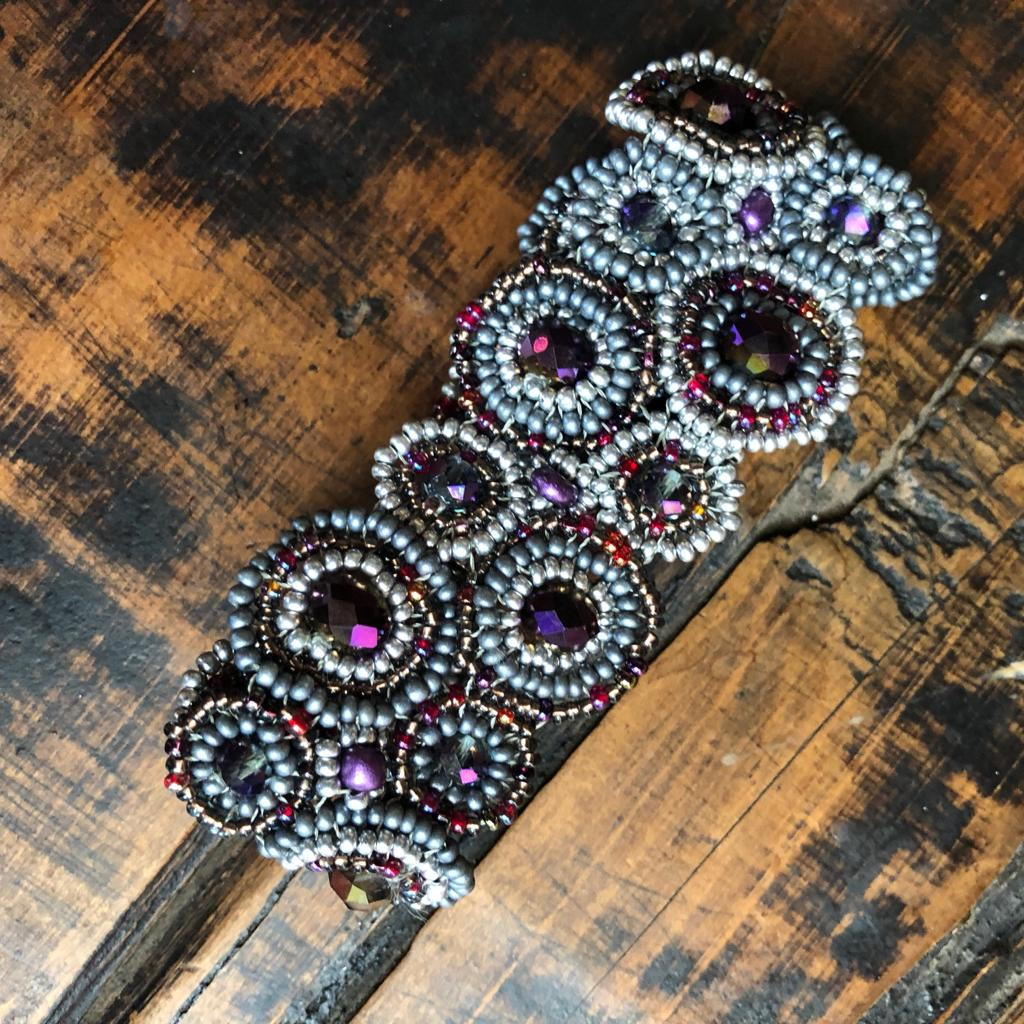"""Mayan Arts Handmade, fair Trade Bracelet Made with Seed Beads from Guatemala, Grey, Silver, and Purple Colors Beads, Magnetic Clasp 1.25"""" X 7"""" (Grey) (GUAT32-C)"""