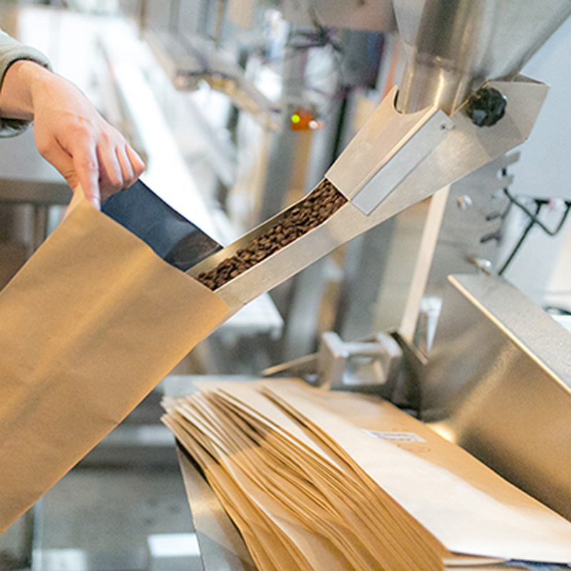 filling-bulk-bags-cafe-grumpy-800.jpg