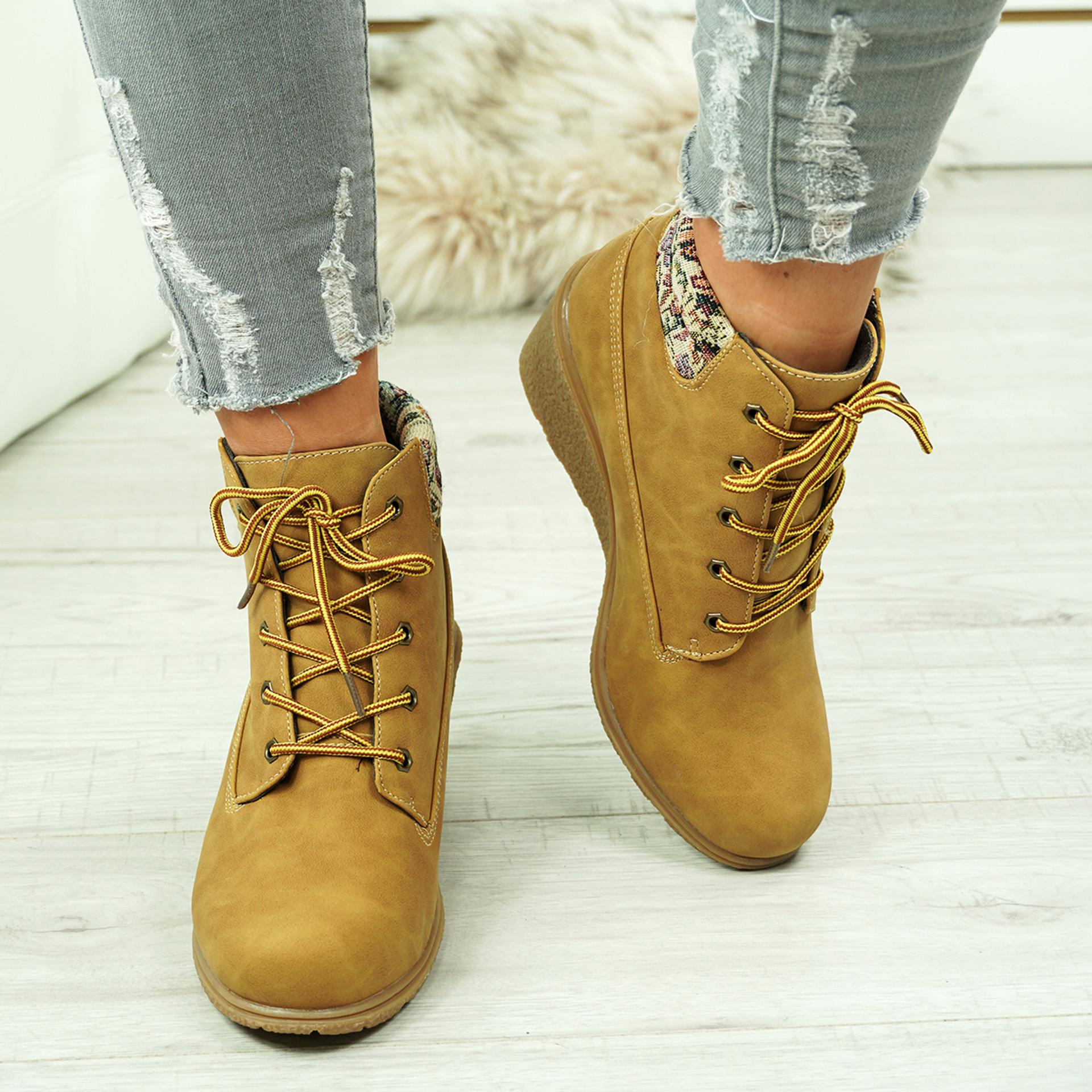 Violin Camel Ankle Boots with Beige Ankle Details