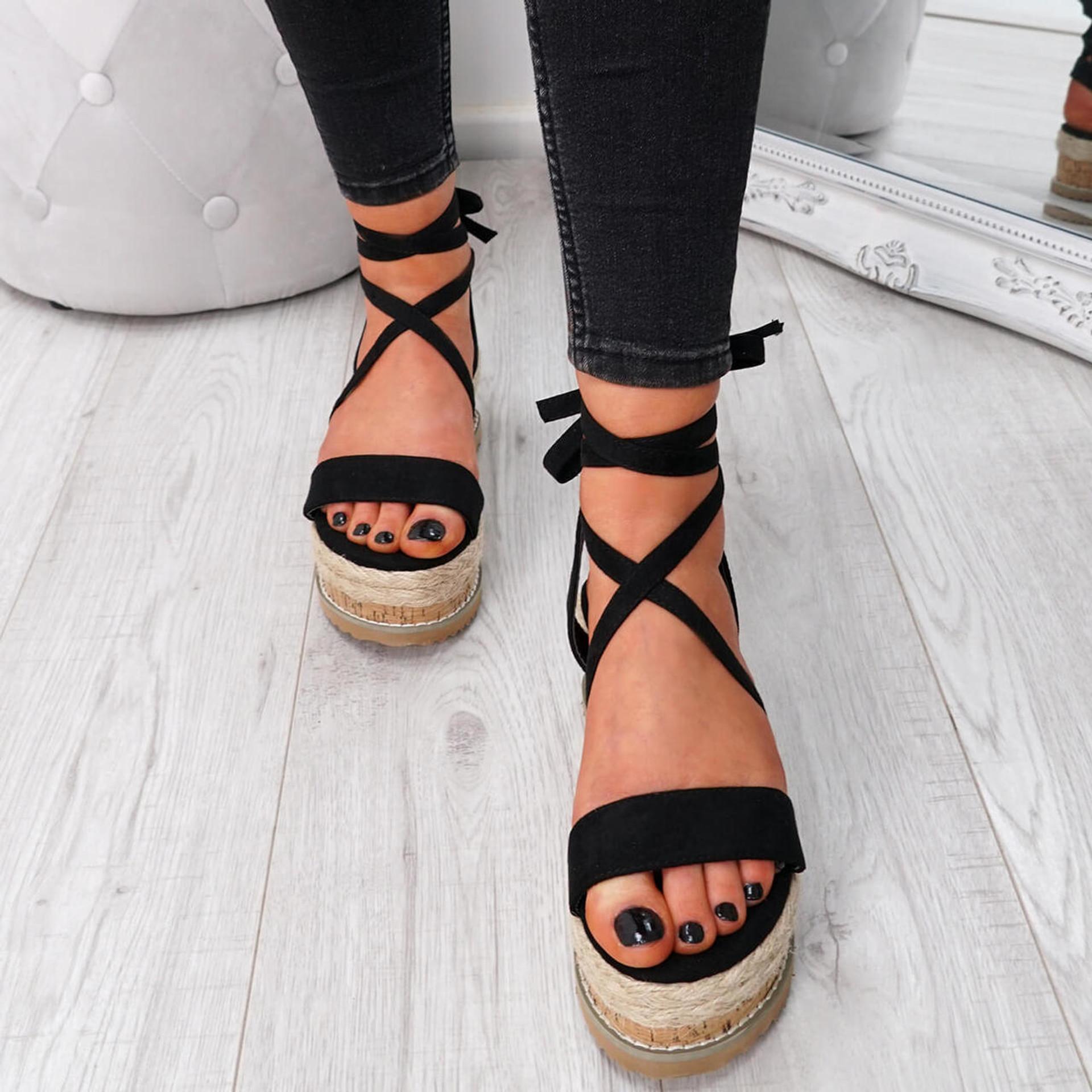 Wiza Black Flatform Sandals