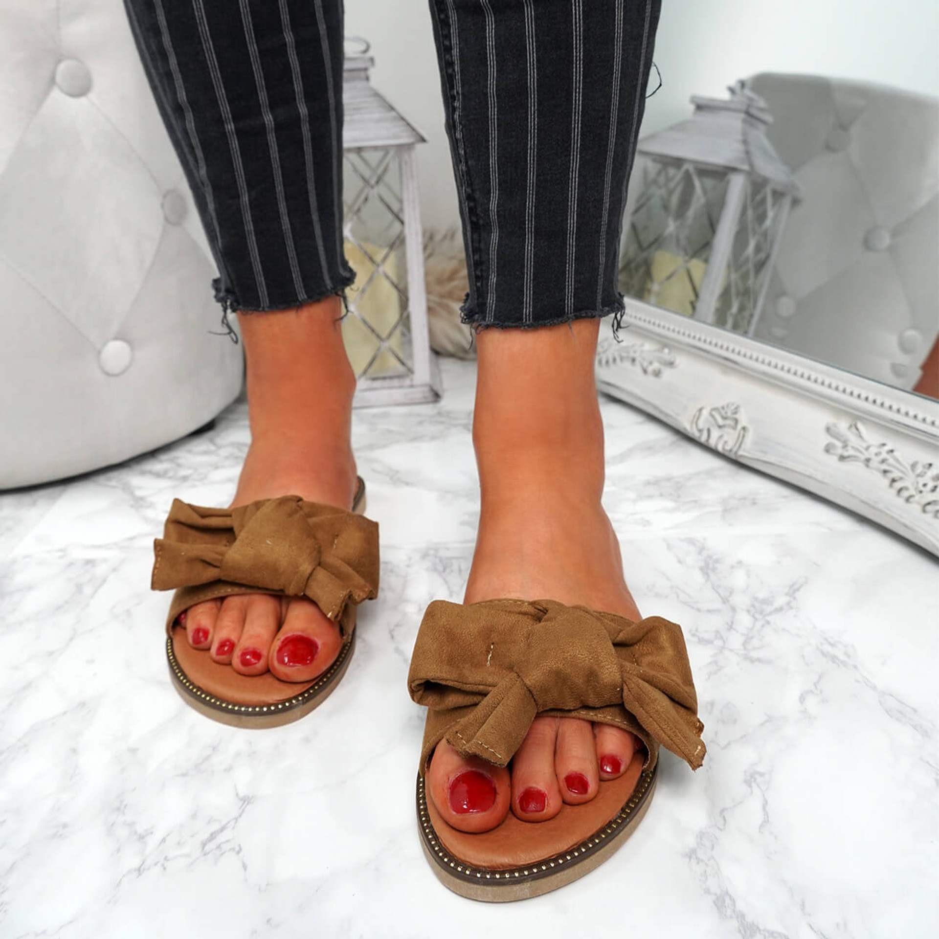 Stacy Camel Bow Sliders