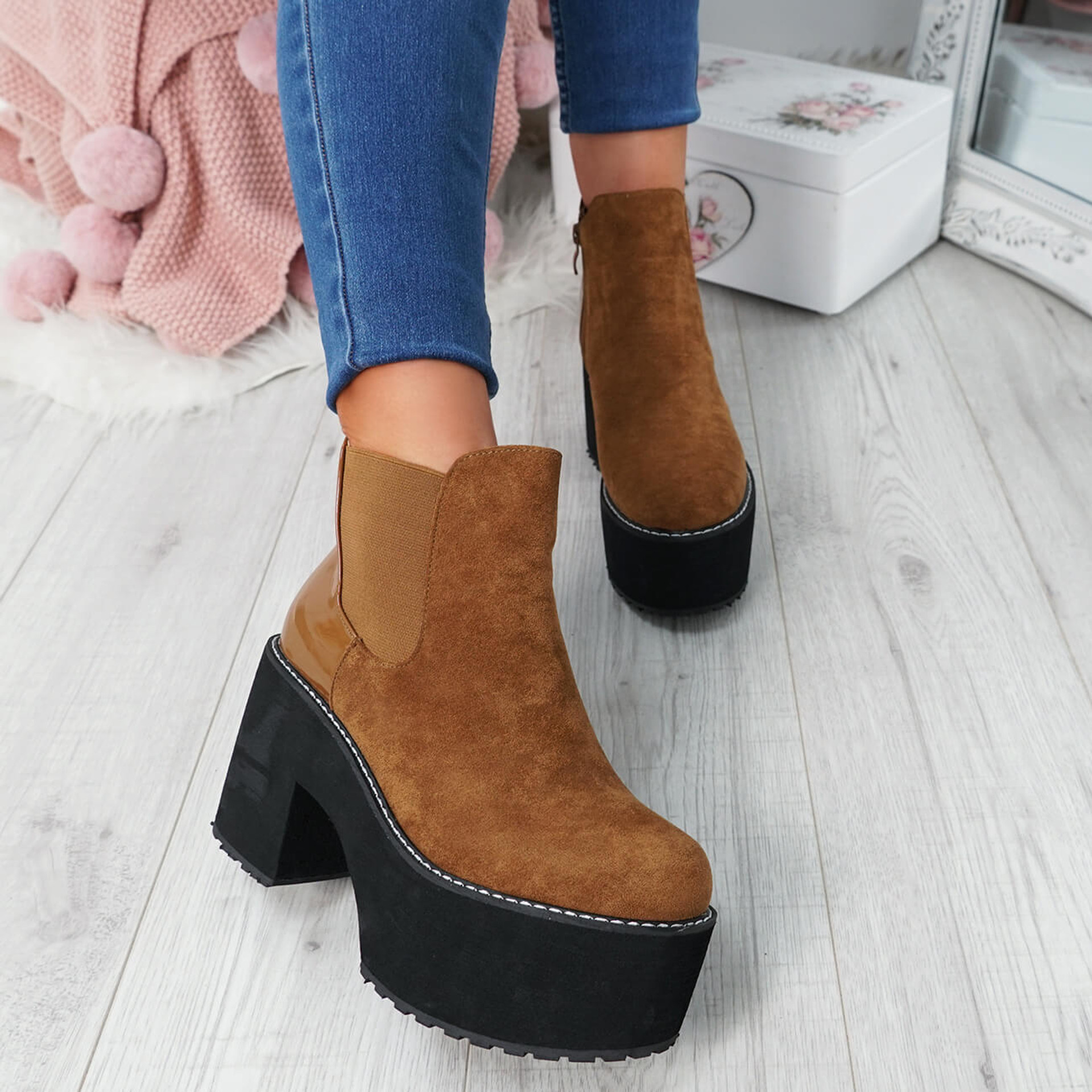 Lummo Camel Chunky Ankle Boots
