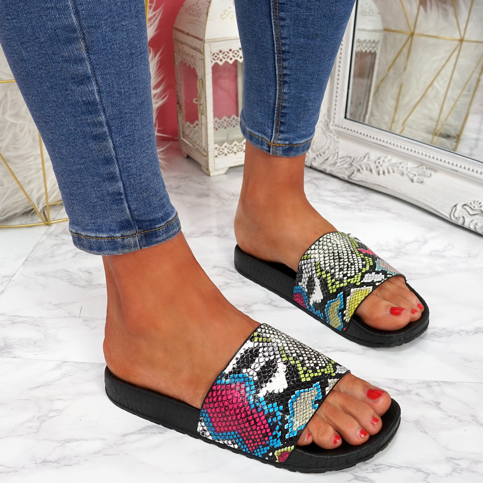 Jusso Black Snake Sandals