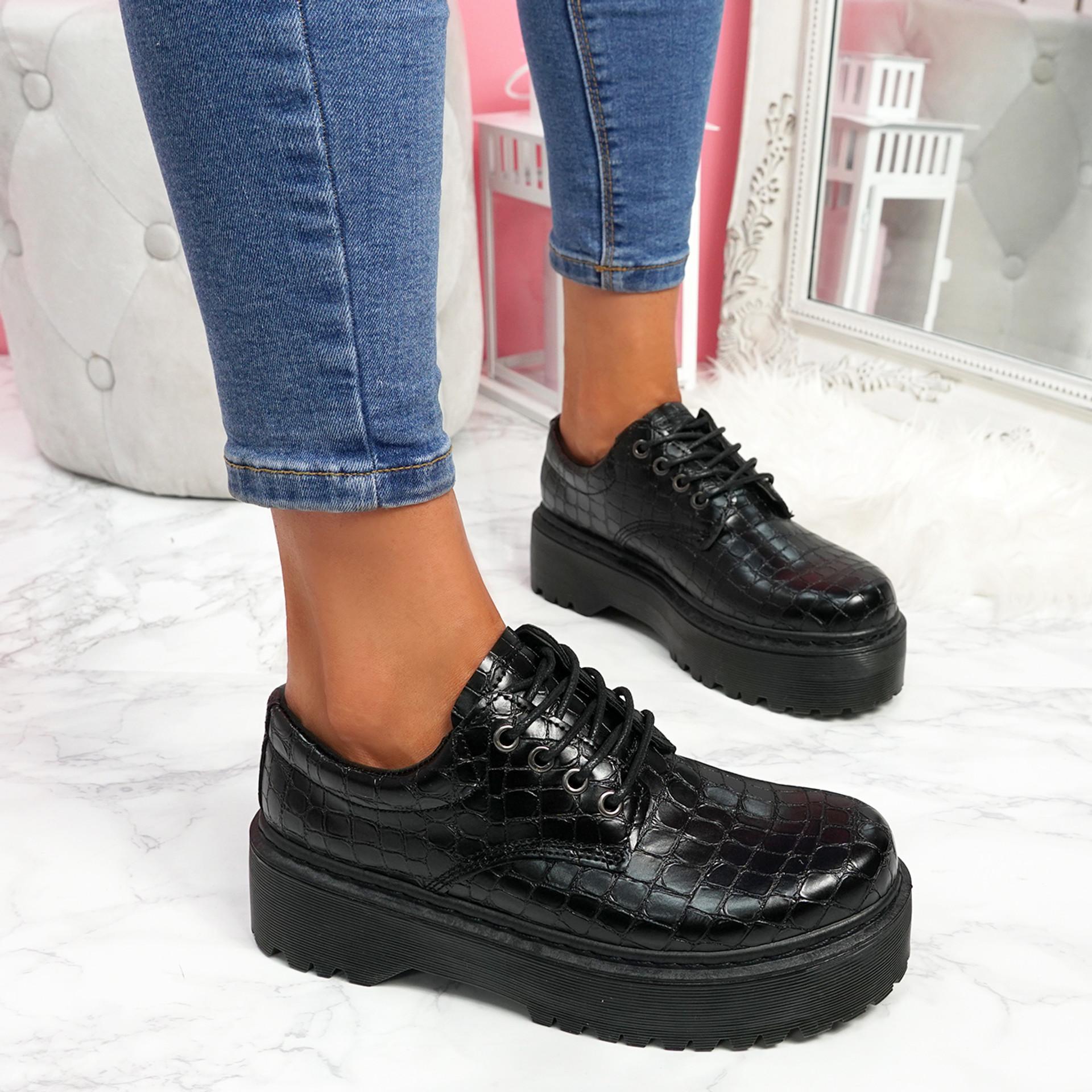 Rosy Black Croc Flatform Pumps