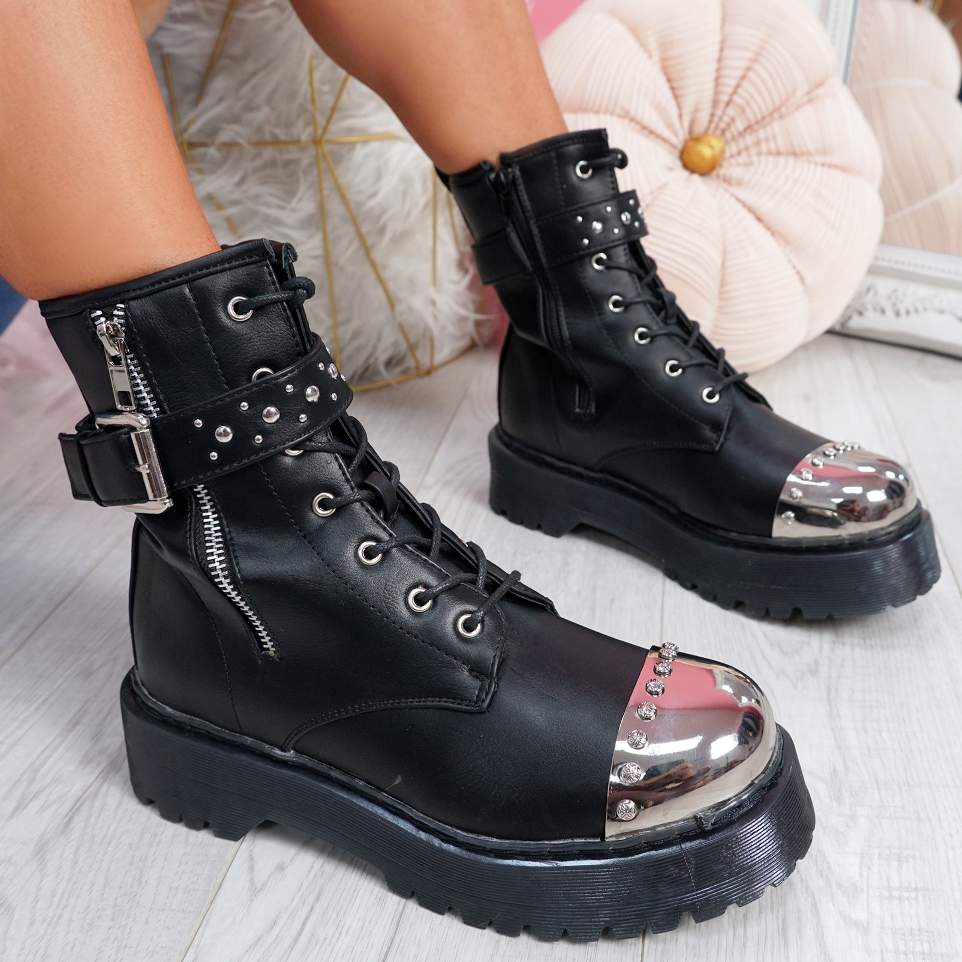 Pore Black Shiny Toe Ankle Boots