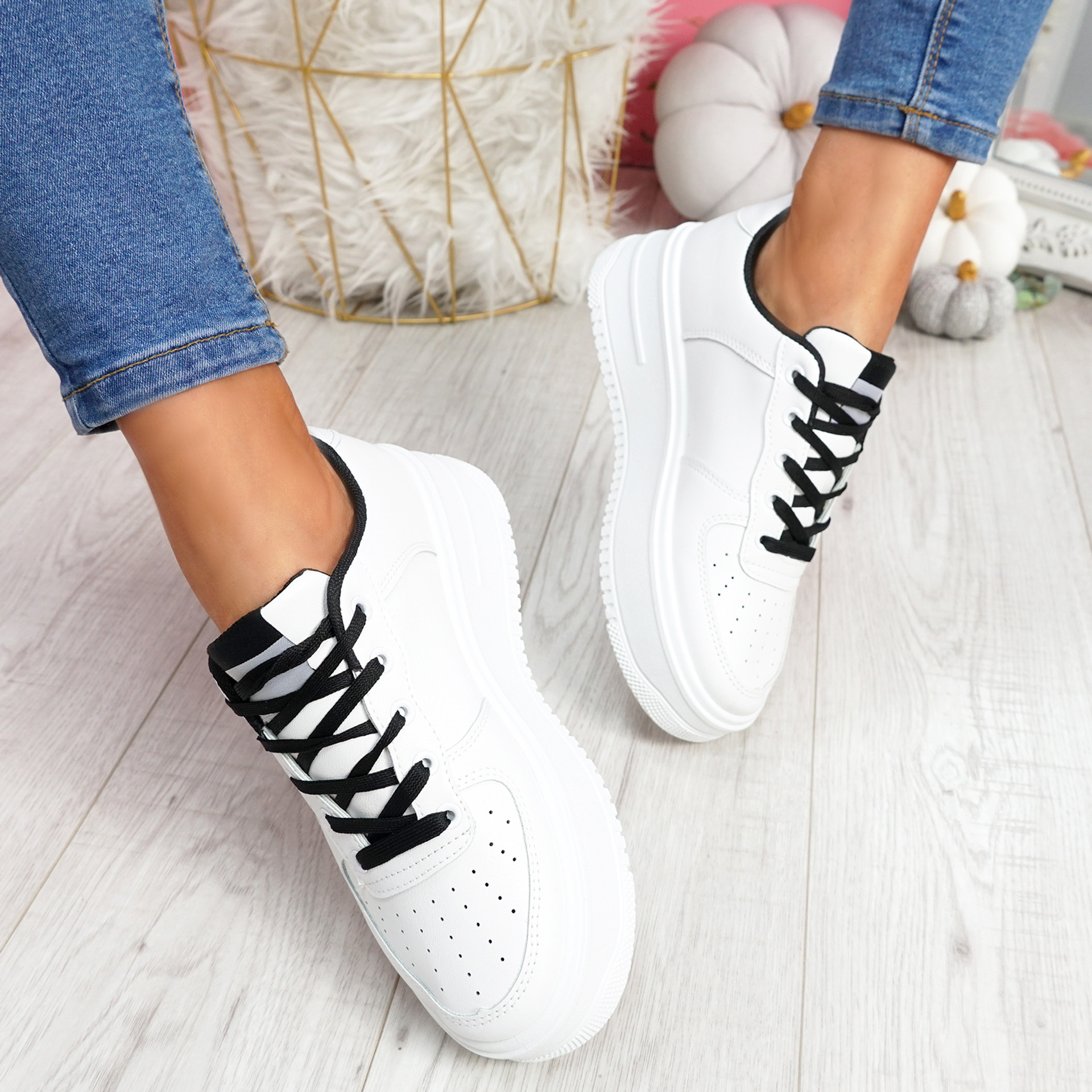Lazza Black Flatform Trainers