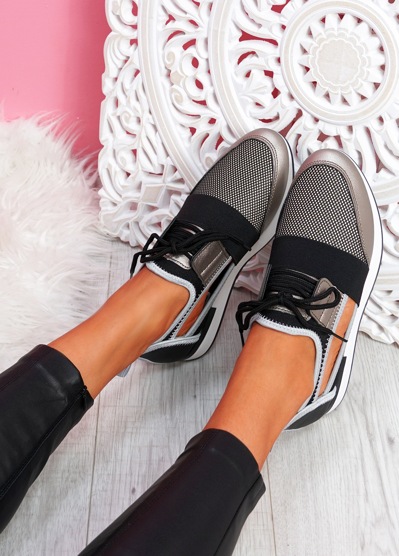 Jimo Gold Cut Out Trainers