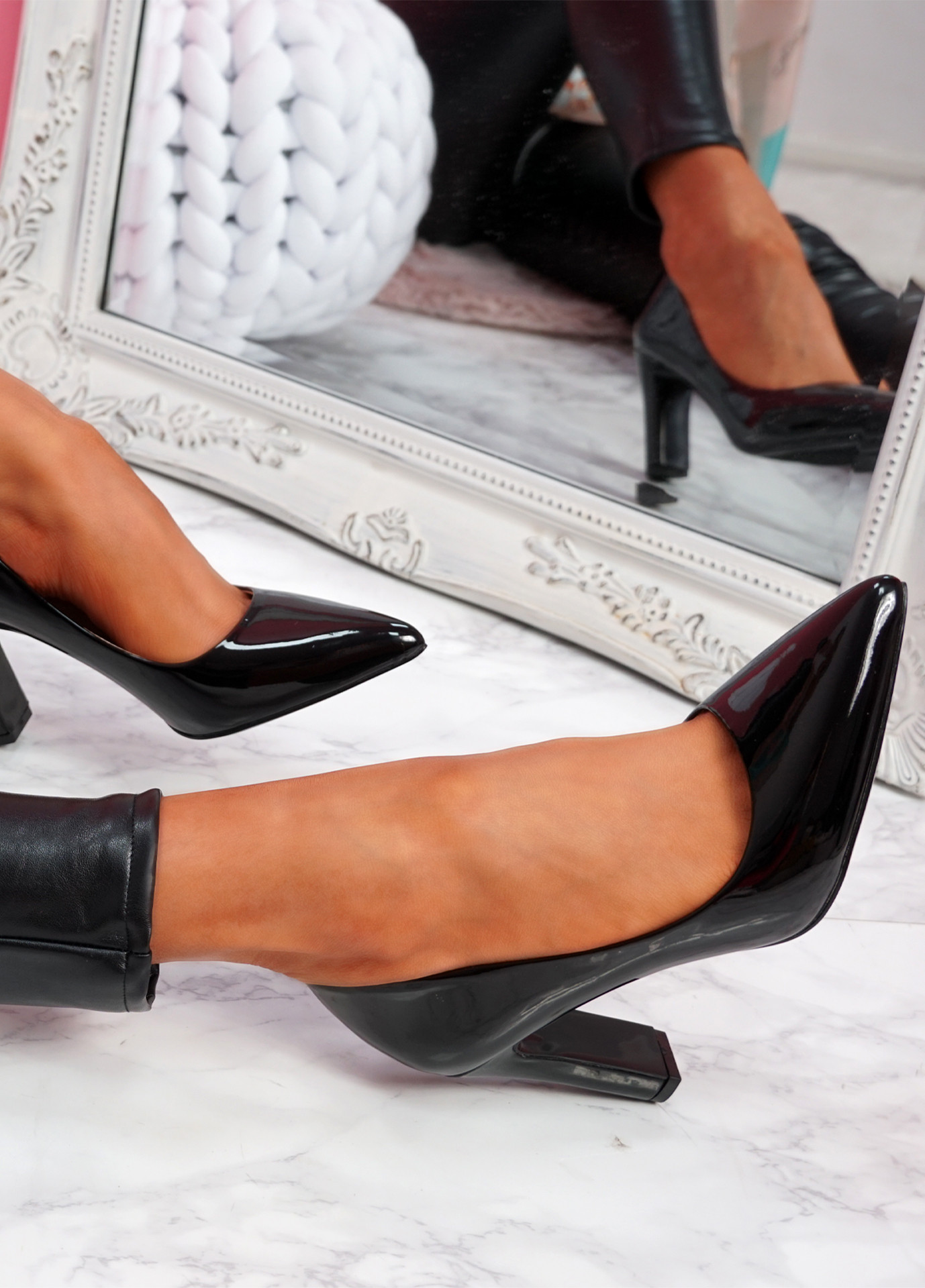 Lonka Black Shiny Block Heel Court Pumps