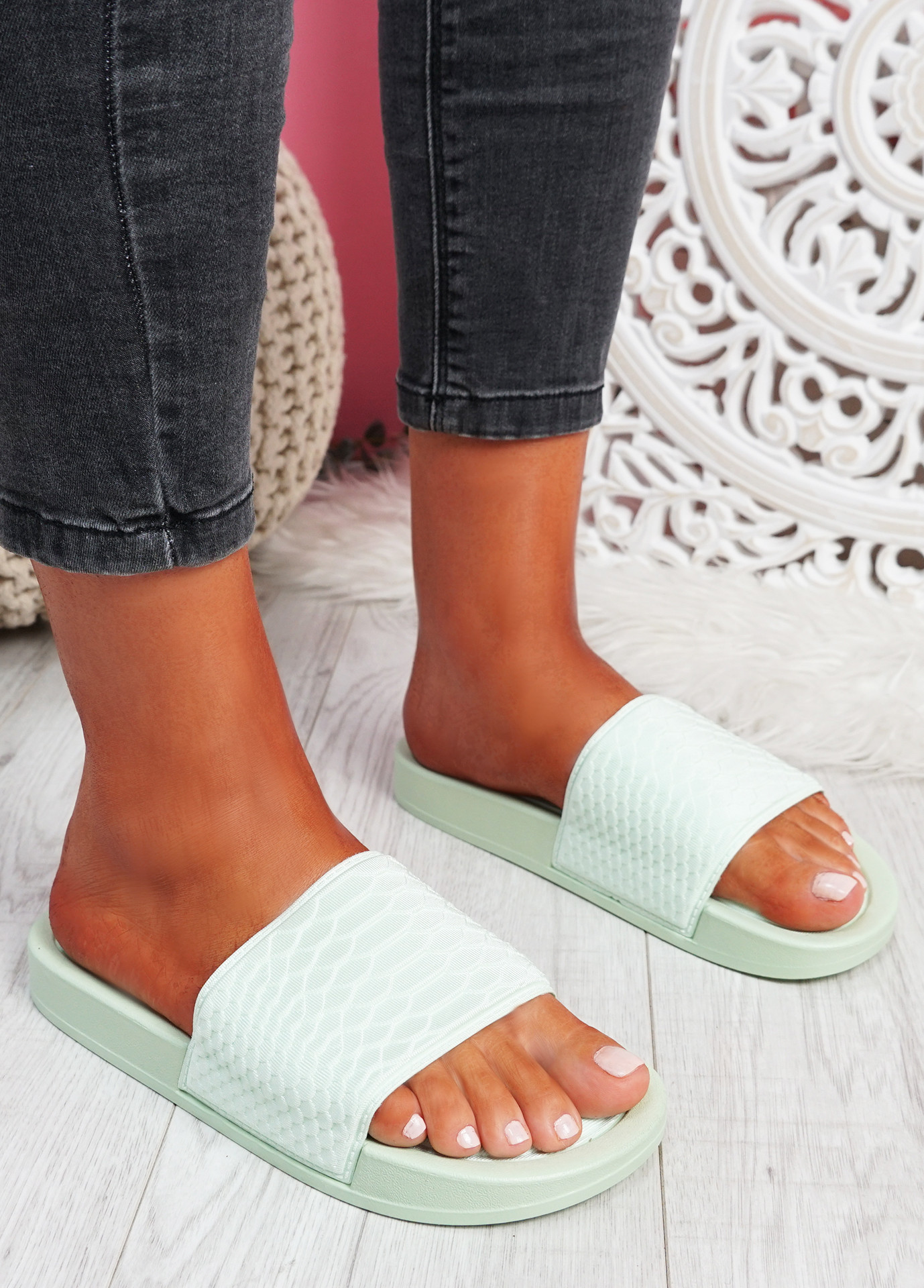 Soha Green Flat Sandals Sliders