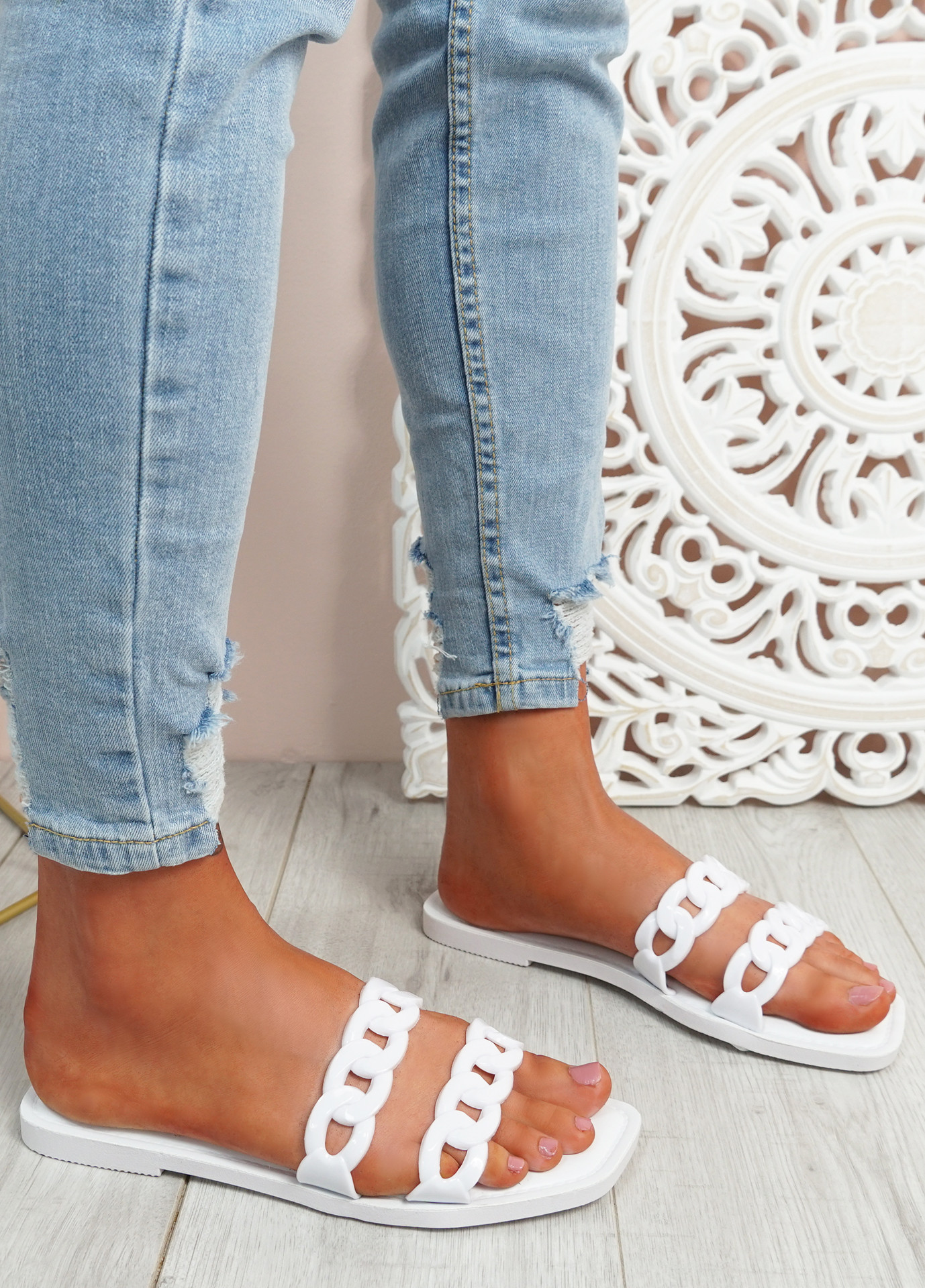 Terry White Front Chain Flat Sandals