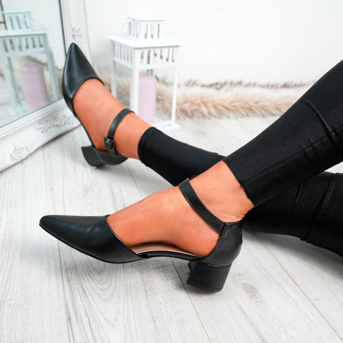 Yeto Black Block Heel Pumps