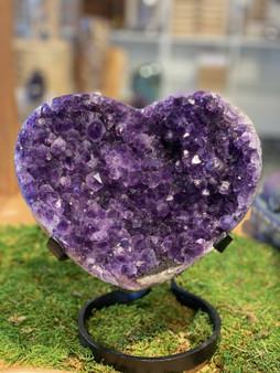 New Medium Amethyst Heart Geode Crystal Quartz Amethyst Specimen From Uruguay.