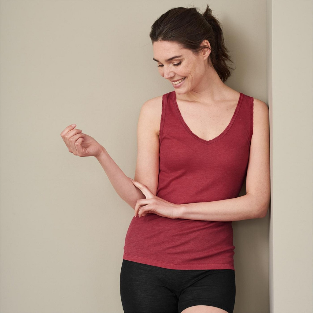 Women's Sleeveless Shirt Color: garnet red