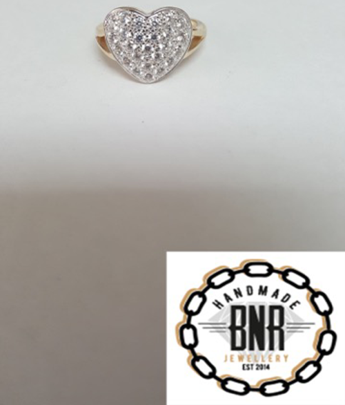 STONE SET HEART RING - 9CT YELLOW GOLD -  5 grams