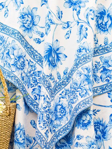 Rosehip Tablecloth