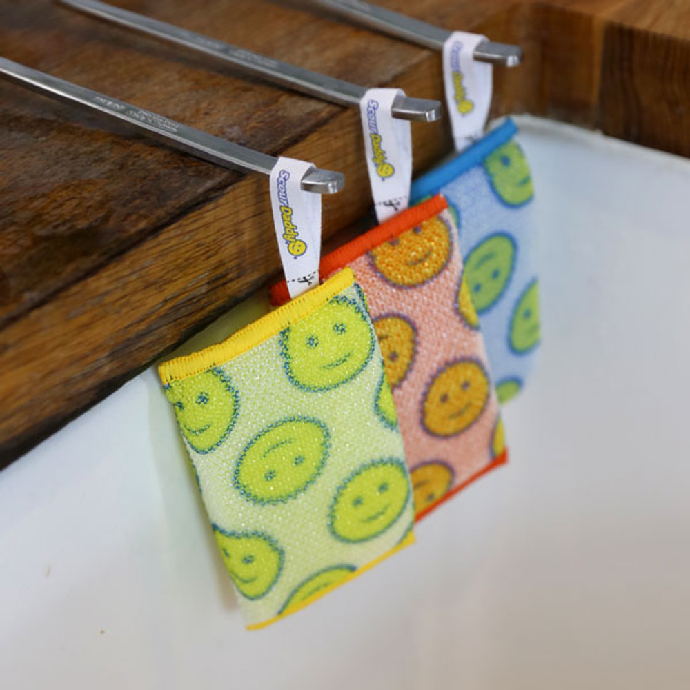 Hang Scour Daddy by his tab for fast drying.