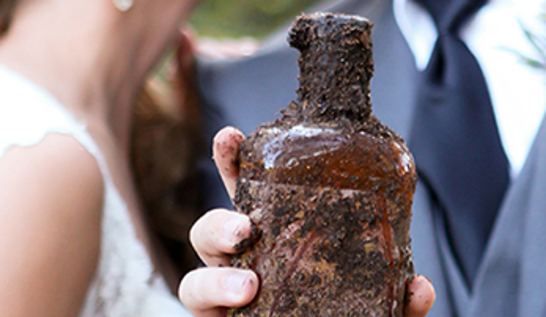 6 Unusual Southern Wedding Traditions – As Shared by Our Customers!