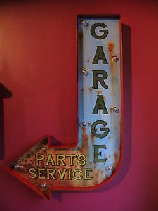 GARAGE ARROW LIGHT-UP SIGN