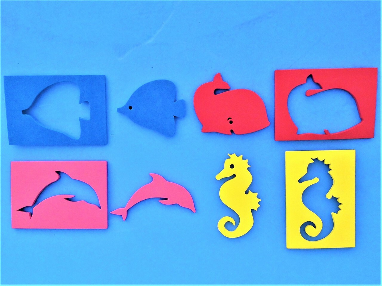 Use these floating stickers to protect your Mirrors from getting damaged or scratched by keeping them from sinking to the bottom of the pool.  The sea animal swims along the surface, keeping your mirror easily within reach while you are busy keeping your eyes and hands on your young child.