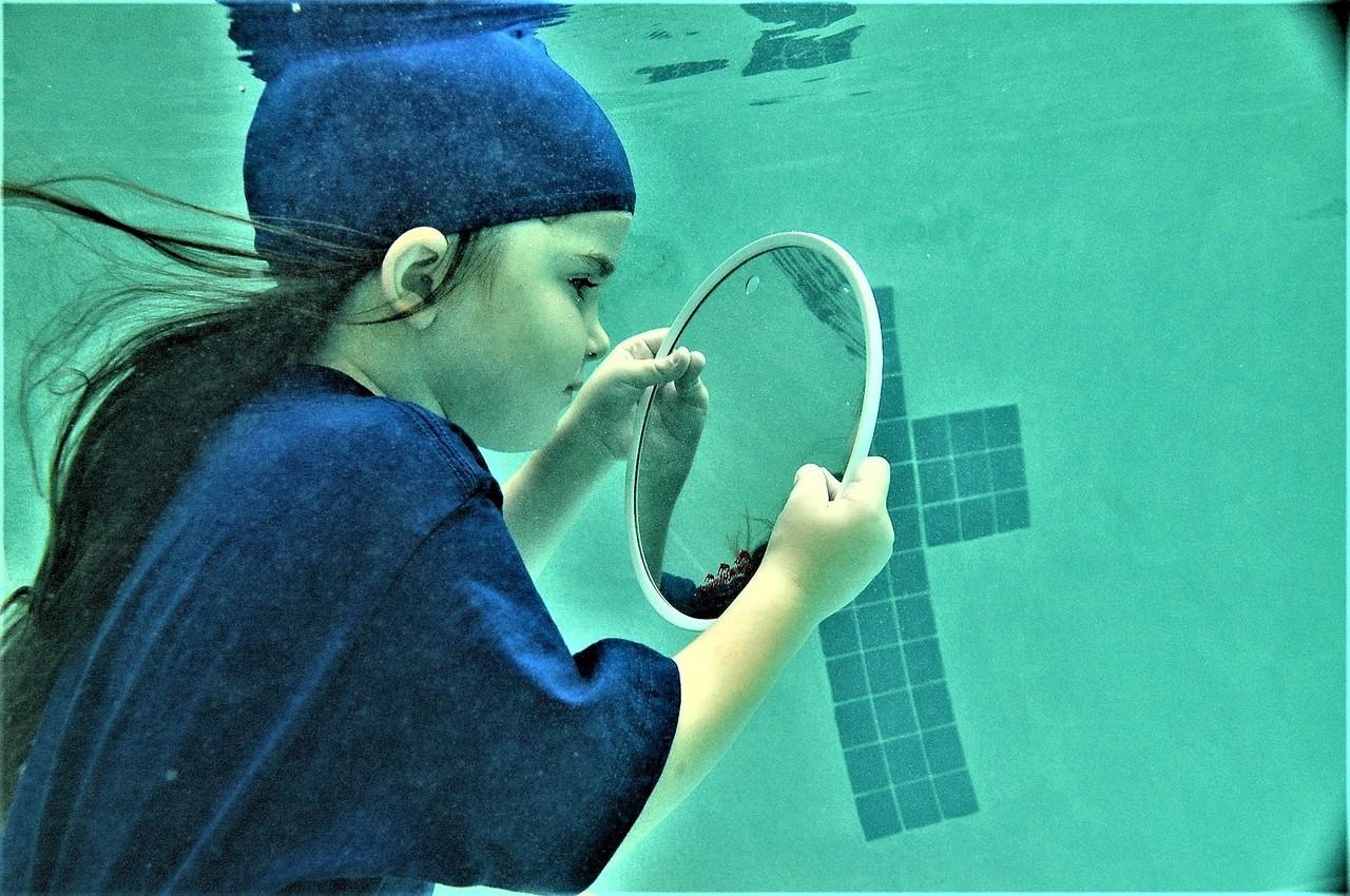 "CIRCULAR 9"" Fun Mirror™ Patented"