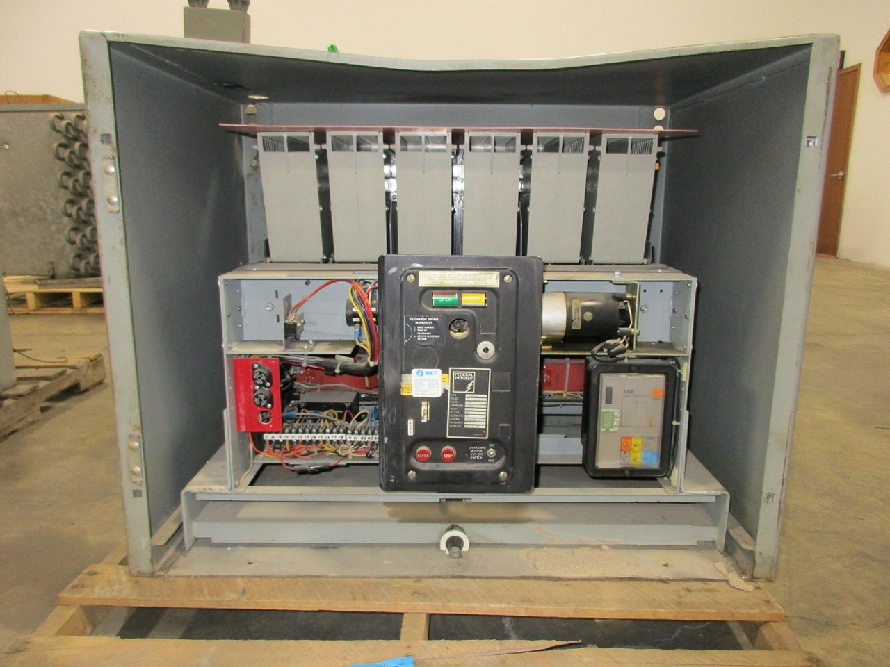100H-3 Federal Pioneer 4000A EO/DO LSIG Air Circuit Breaker W/Cell on